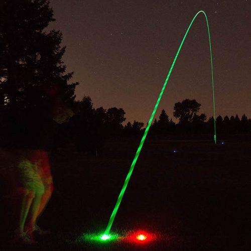 NightSports leuchtende Golfbälle abgeschlagen