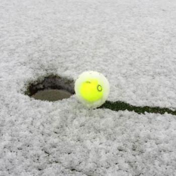 Vision_UVX3_Golfball_im_Schnee