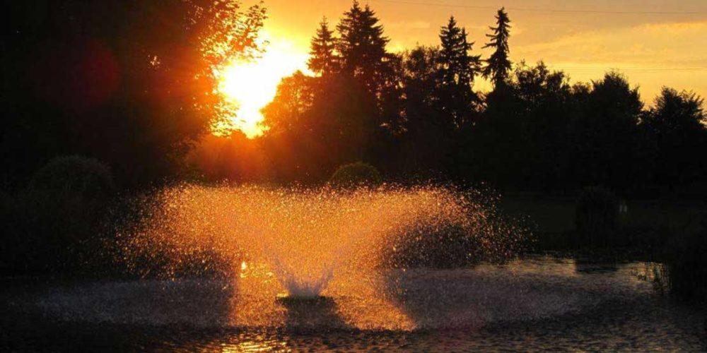München Golfclub Eschenried Golfplatz Eschenhof Loch 18 Sonnenuntergang