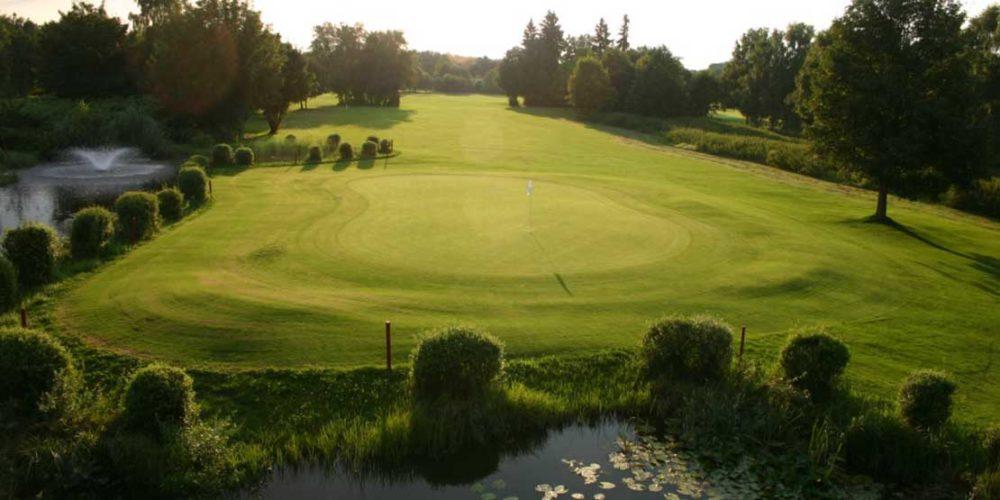 München Golfclub Eschenried Golfplatz Eschenhof Loch 18 Wasserhindernis