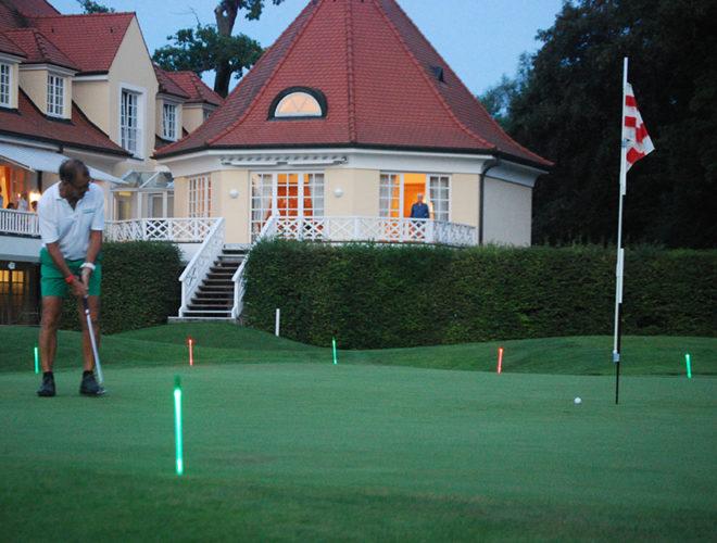 24 Stunden Rekord Golfen Richard Neugebauer mit LED Nachtgolf Zubehör